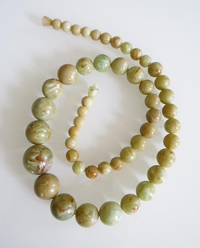 ancien-colliers-perles-bakelite-kaki