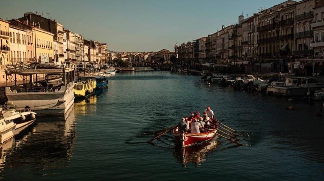 canal bateau rouge